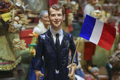 Craftsman Gennaro Di Virgilio has made the statuette of the newly-elected President of the French Republic Emmanuel Macron.